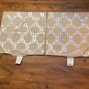NWOT Mainstay Tan Foil Lattice Pillow Cover